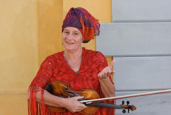 Von zaubernden Geigen und flötenden Zauberern